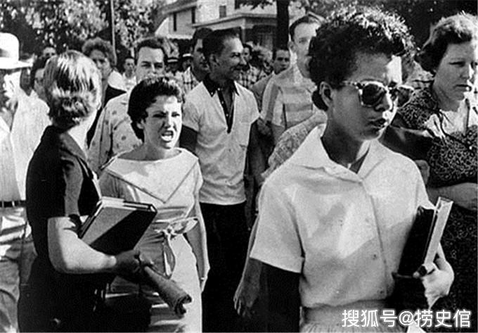 1957年,艾森豪威尔为何派遣千名士兵护送九个黑人学生上学?