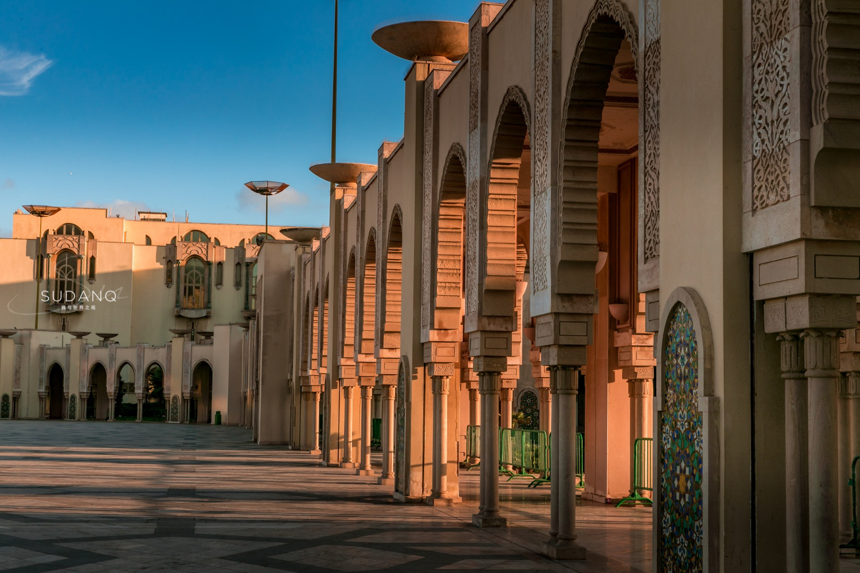 原创             哈桑二世清真寺:呼吸着欧洲空气的摩洛哥,耗资5亿美元建寺庙