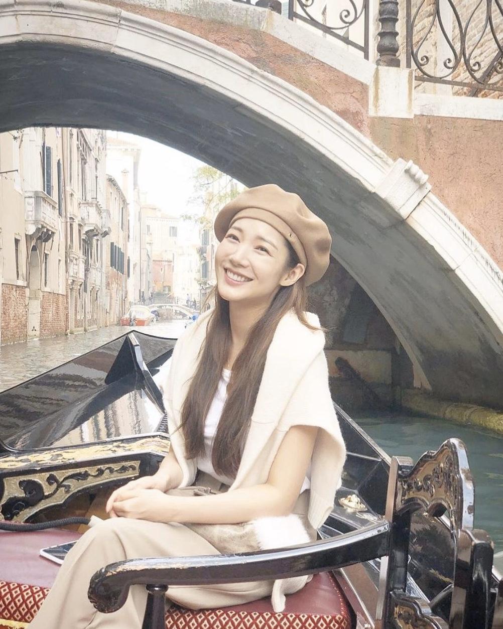 原创             李敏镐前女友朴敏英晒照,33岁芭比颜值抢镜,不愧是最美换头女星