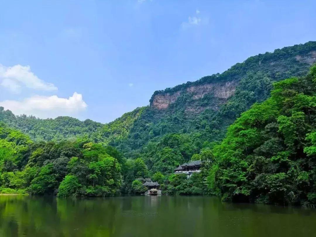 青城山下有书房,晴耕雨读,归隐江湖