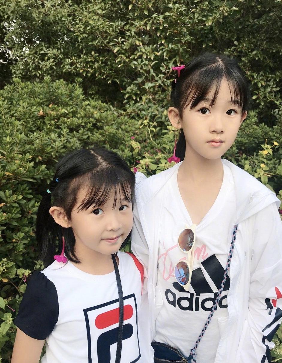 原创             陆毅老婆带女出游,43岁鲍蕾和女儿像姐妹,贝儿和妹妹像极双胞胎