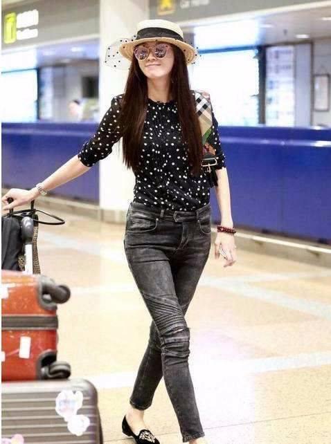 原创             林志玲穿紧身裤现身机场,173的身高,怎么腿这么短?