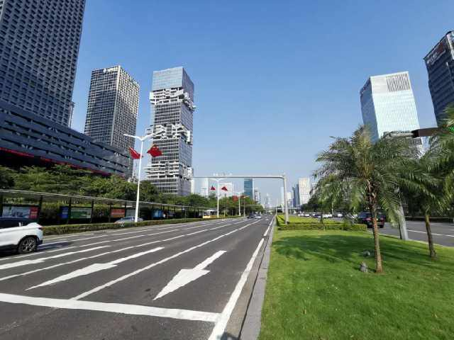 实拍深圳第一大道深南大道,它是中国最美城市景观大道吗