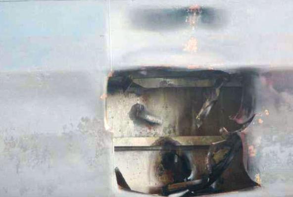 伊朗公布遭导弹袭击油轮照片 2个大洞清晰可见