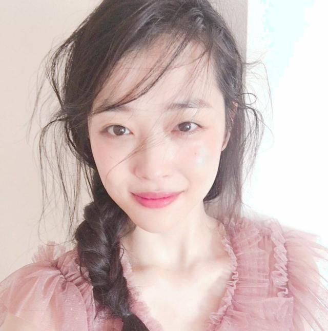 """崔雪莉""""自杀"""":恐怖的韩国娱乐圈"""