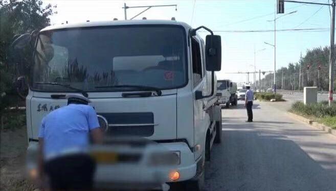 货车违法改装成洒水车套牌上路作业,涉事司机被控制