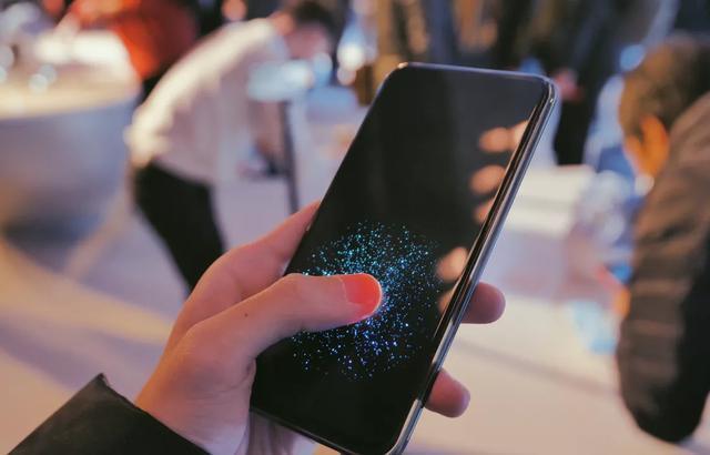 看完开拓者vivo的历史,我明白了:苹果为何想发力屏幕指纹