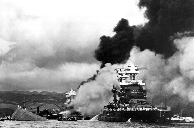 偷袭珍珠港美国损失_日本偷袭珍珠港,40多艘军舰被炸毁,为何唯独没有航母?_制裁