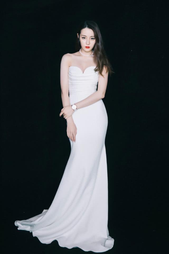 身材婀娜,美如瓷瓶!热巴张天爱大概是贵圈最适合穿鱼尾裙的女星