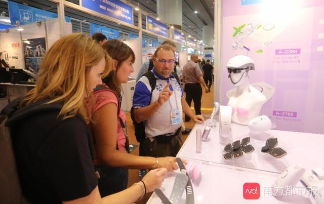 背包自带蓝牙音箱还可充电!好看又好玩的新设计新科技亮相广交会
