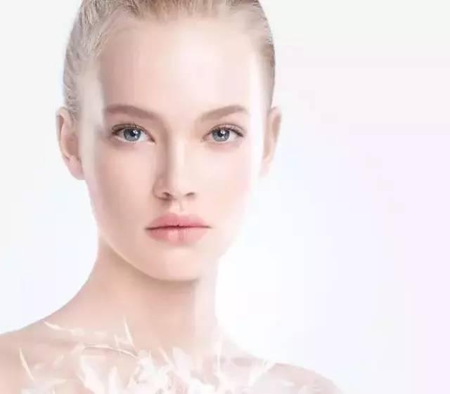 [热点]即便不化妆,护肤也是每个女人必须做的!