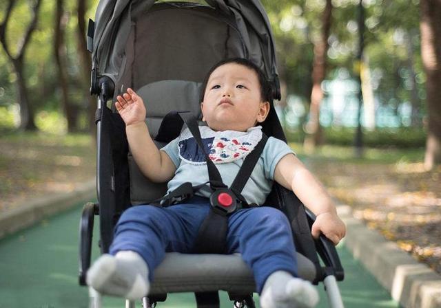孩子出生后,婴儿车一共得买好几辆?选这一种就够了