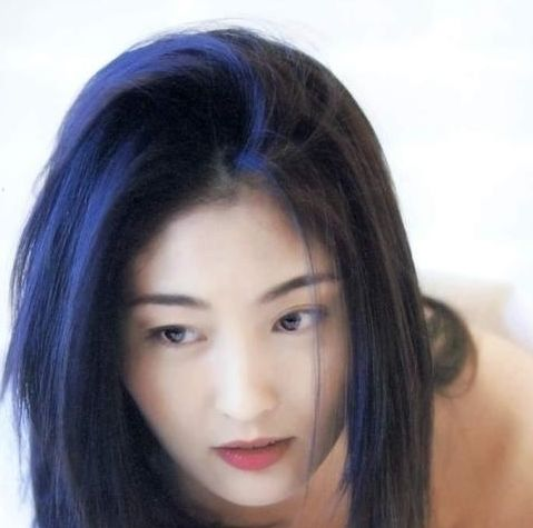 与张国荣接过吻,暗恋过刘德华,婚后生活幸福,这是怎样的奇女子