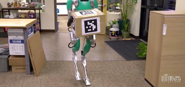 原创             波士顿动力遭遇新对手,Digit V2双足机器人可自主搬卸货物