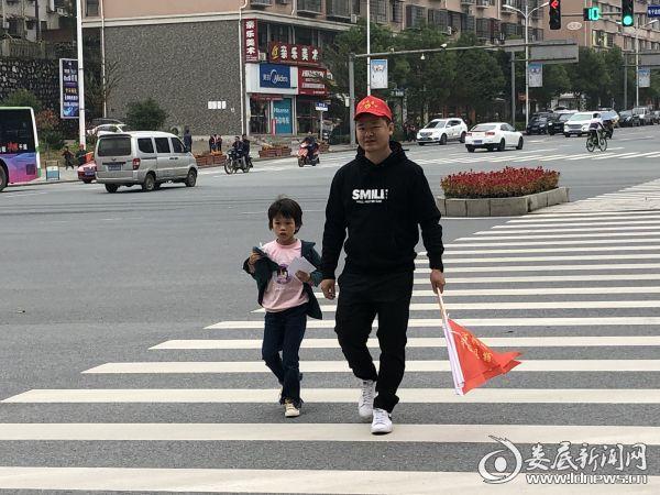 冷水江市公路局:文明劝导活动显温情党员好人好事担使命
