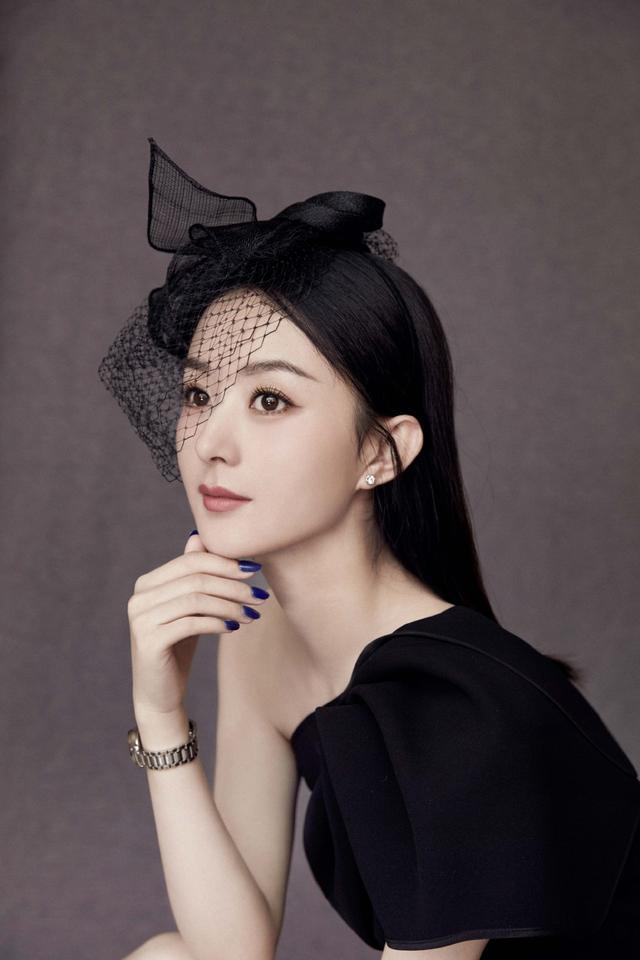 赵丽颖一改昔日甜美造型,网纱礼帽有古典风韵,女神范十足