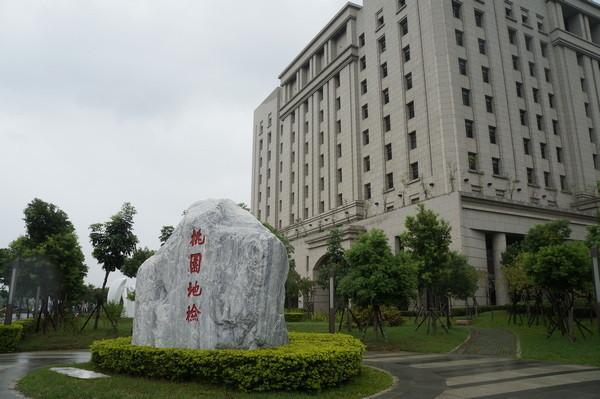 台湾水电工!与人妻浴室裸身被告男辩修漏水女称洗小孩