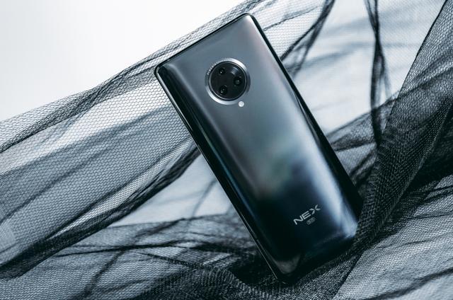 vivo两款5G手机领跑5G市场,连运营商都主推它们