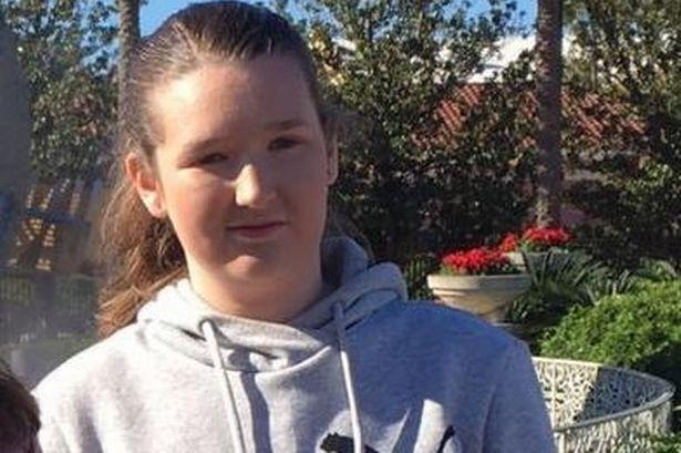 十几岁的女儿在家窒息身亡后父亲伤心不已