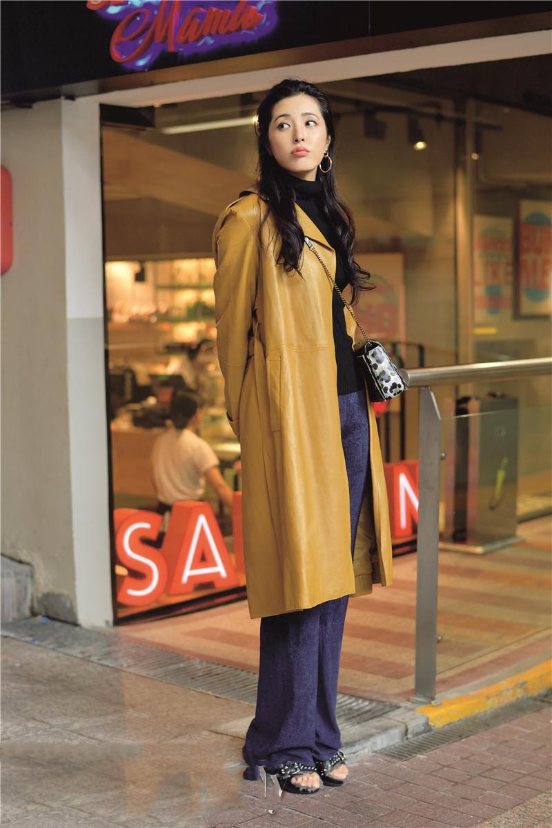 曾黎着驼色风衣时尚街拍 轻熟女风大气来袭图片