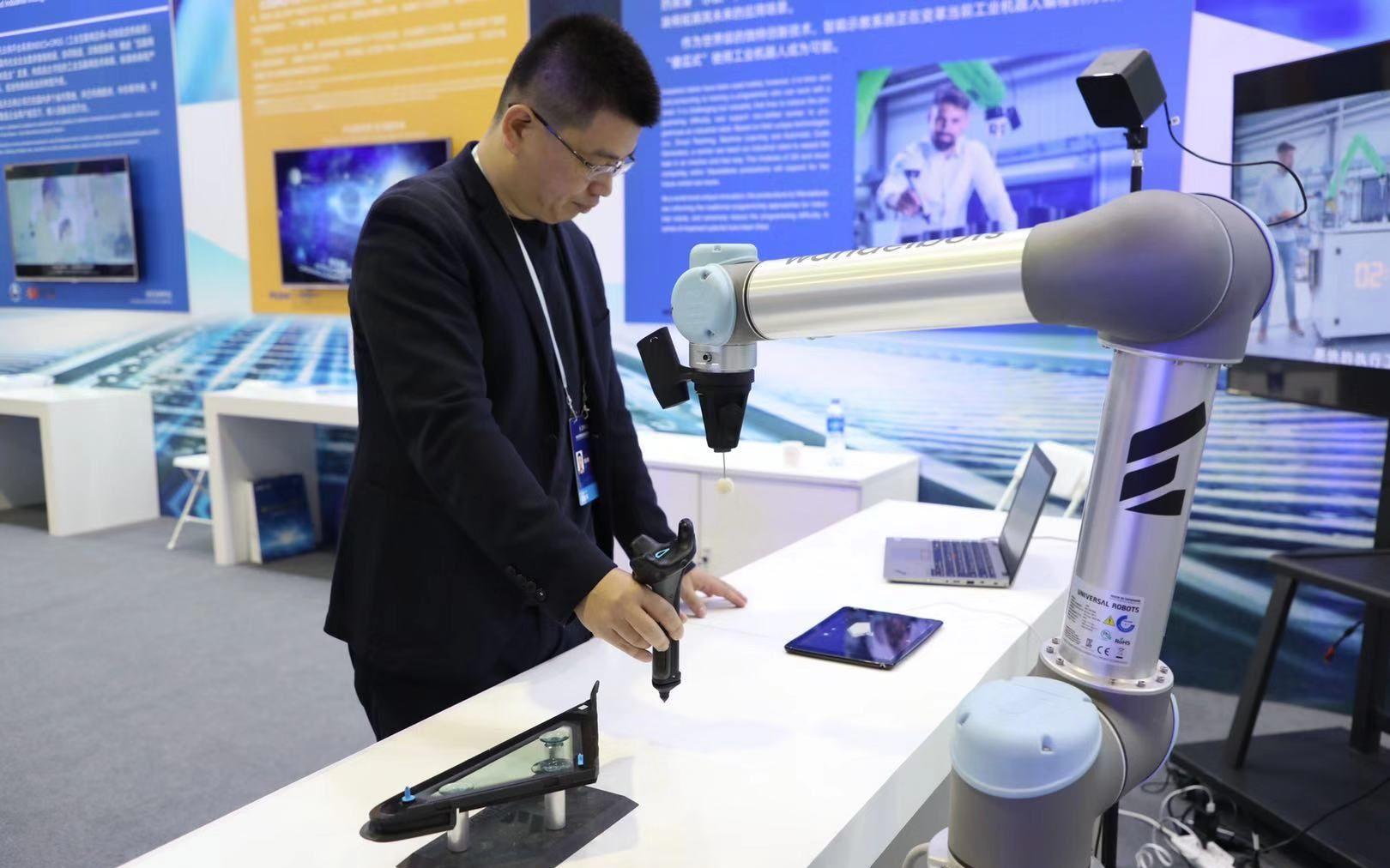 """智能示教系统""""自动编程"""",工人能带机器人""""徒弟"""""""