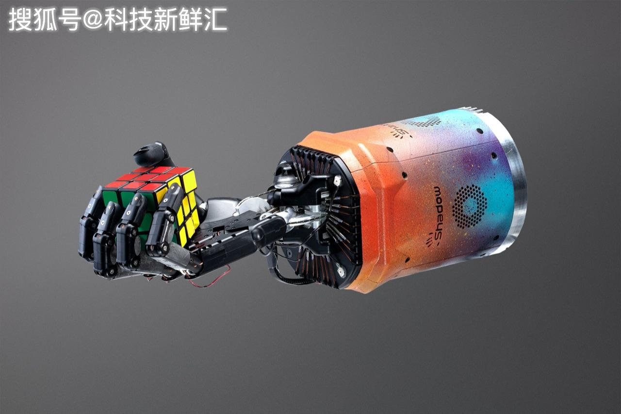 太神奇了!OpenAI的AI動力機器人學會單手拼魔方,每次都會成功!