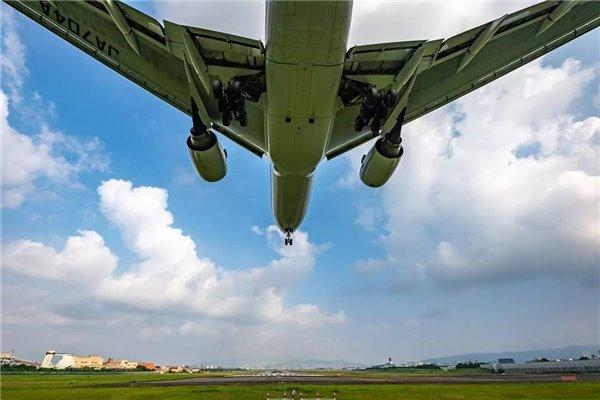 飞机遇险时为何用Mayday,而不是SOS?