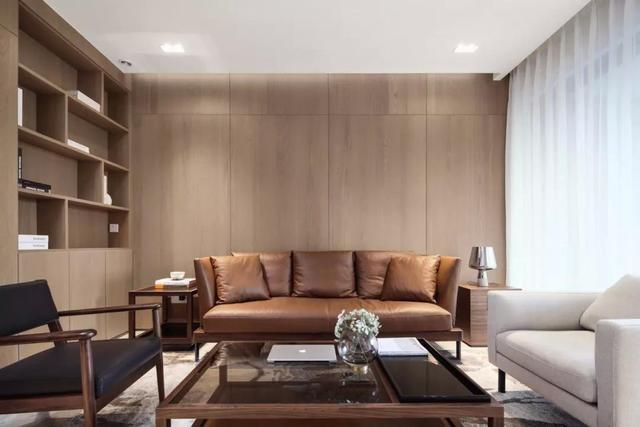 小户型做个木质的沙发背景墙,让客厅变得更加舒适大方