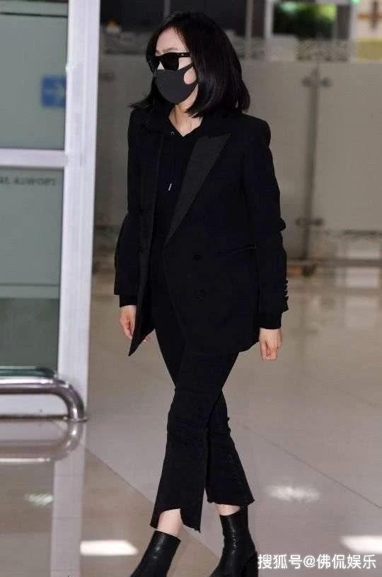 宋茜穿黑衣抵达韩国,雪莉今日出