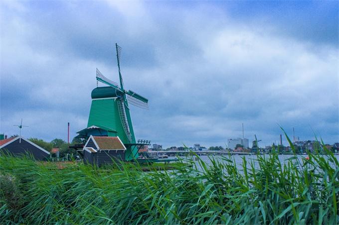 奇闻!荷兰一家7口躲末日住地窖9年 靠菜地和牲畜为生_中欧新闻_欧洲中文网