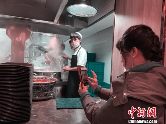 """海外华文媒体高层访河西走廊:""""遇见是一种惊喜"""""""