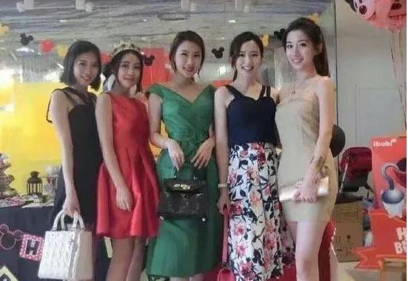 搞笑GIF趣图:这五个小姐姐,让你选你会选择哪一个?7_段子