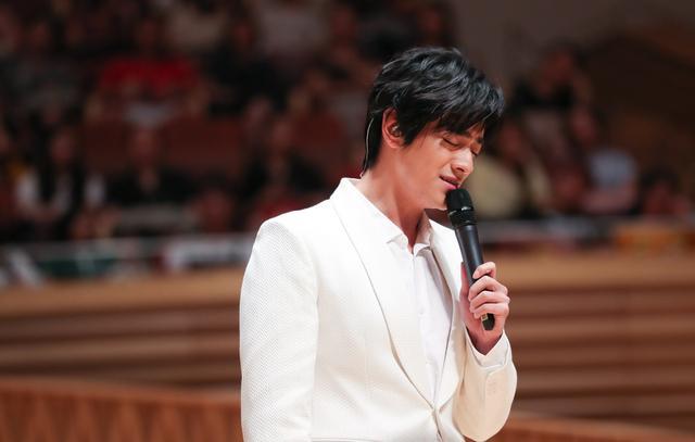 郑云龙讲述第一天踏入北舞的场景:想想就开心,十年后还开心_女孩