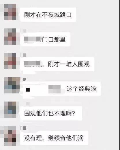 宝马车内一对男女举止不雅交警:违法停车已罚款