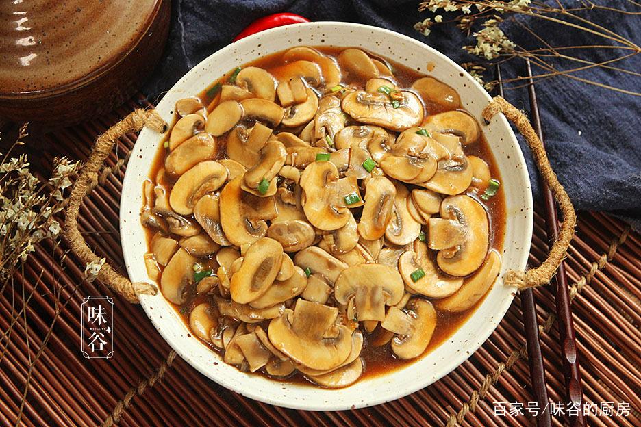 秋天此菌菇比吃肉还香,补钙强筋骨,5分钟上桌,老人小孩要多吃