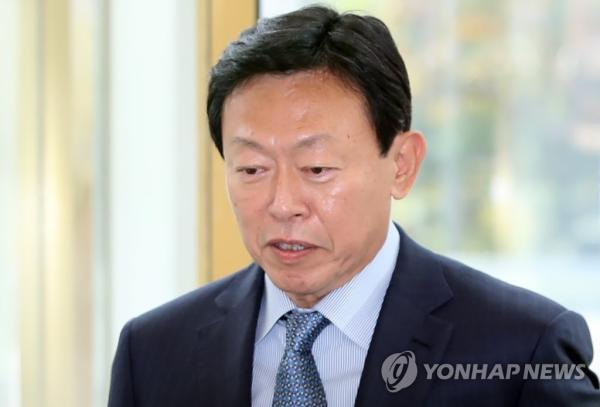 韩国乐天集团会长辛东彬行贿案终审维持缓刑原判