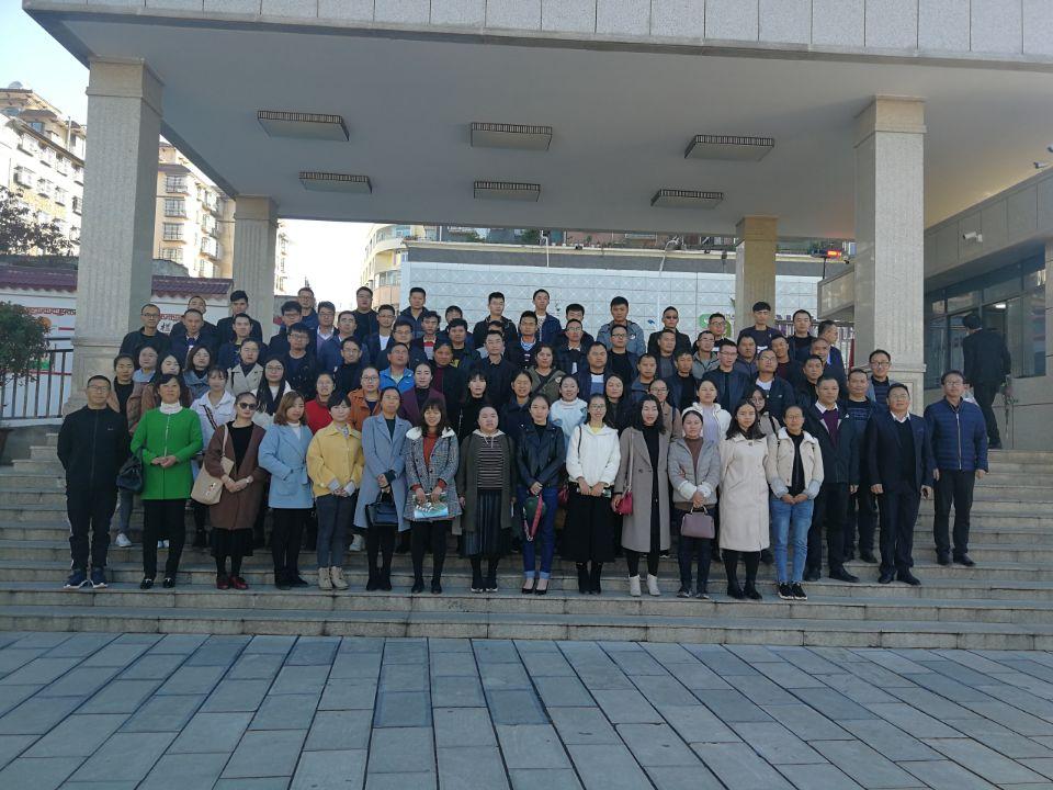 威宁县高跃国名校长工作室和朱贤贤名师工作室联合开展教研活动