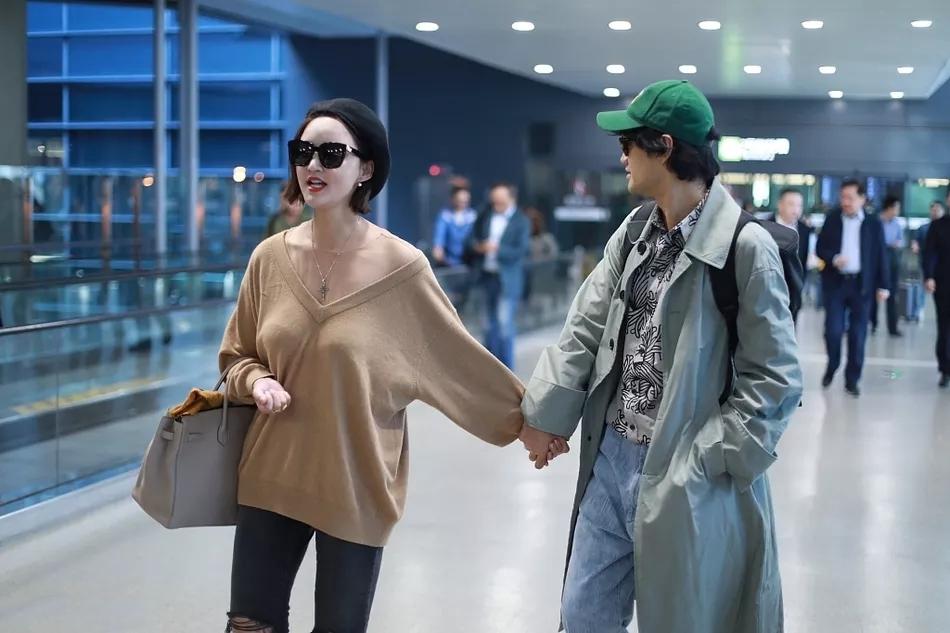 张歆艺走机场,瘦20斤身材明显瘦一圈!
