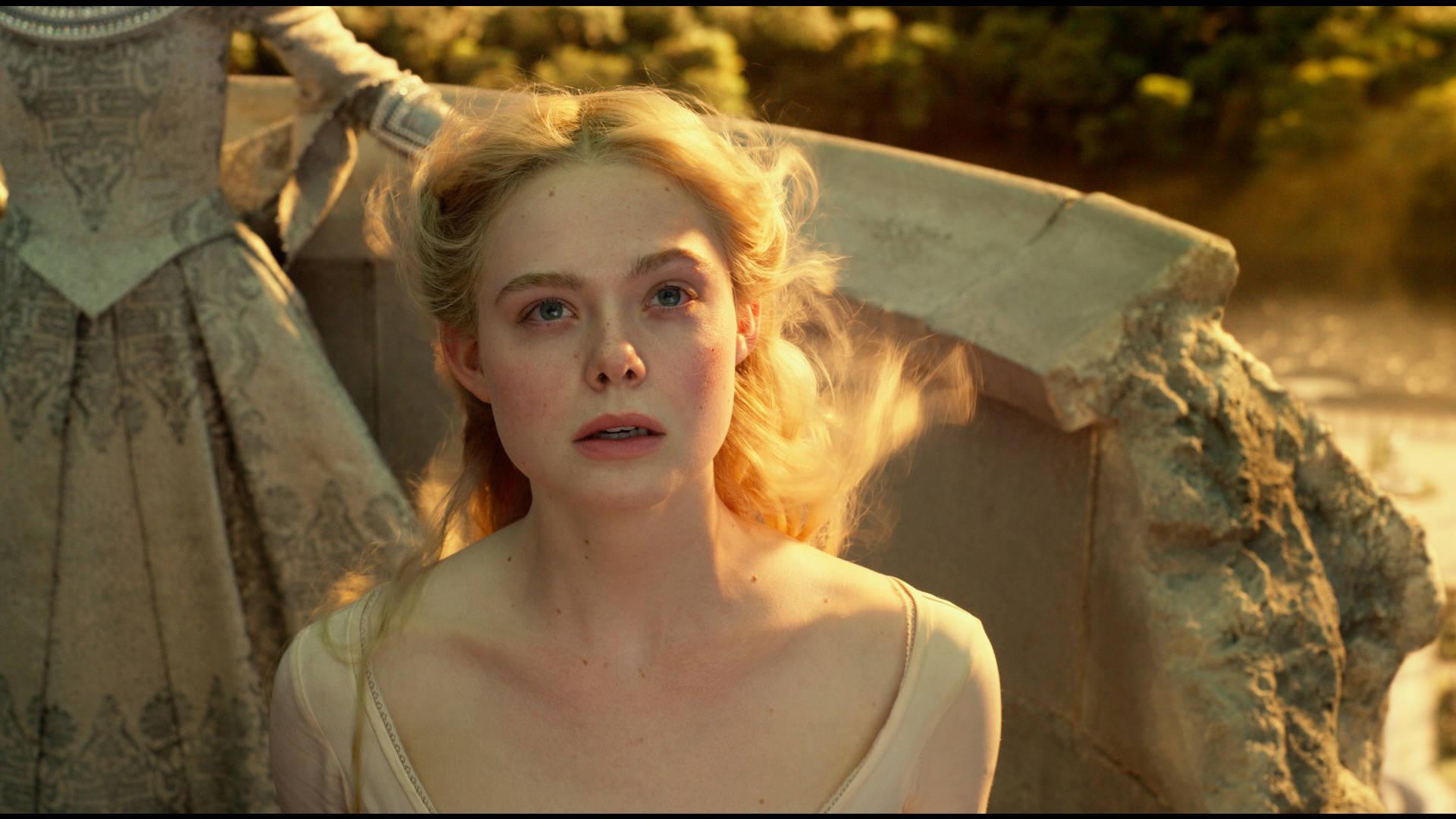 《沉睡魔咒2》:安吉丽娜·朱莉气场全开演绎暗黑童话