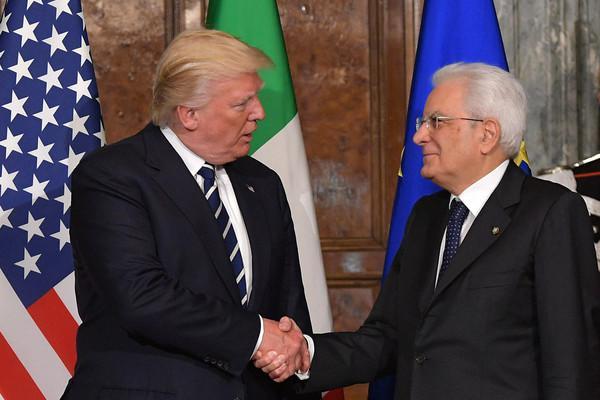 特朗普会见意大利总统满嘴跑火车,身后翻译表情亮了..._意大利新闻_首页 - 意大利中文网