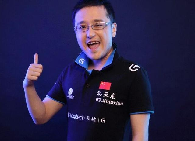 德云色笑笑解说S9,对IG战队情有独钟,网友:阴阳怪气