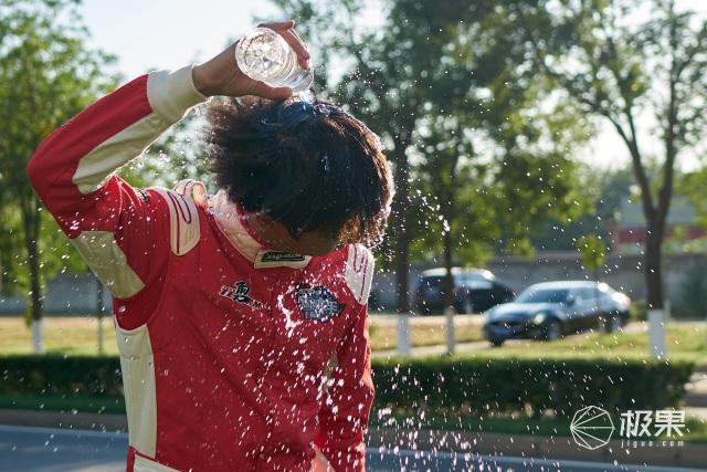 [精彩]赛车手的好搭档,拉力赛冠军选择「瀑布洗」热水器