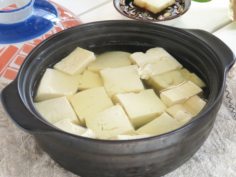今日新鲜事:闺蜜在家常煮此汤喝,不光皮肤白嫩,还身材苗条,与闺女特像姐妹