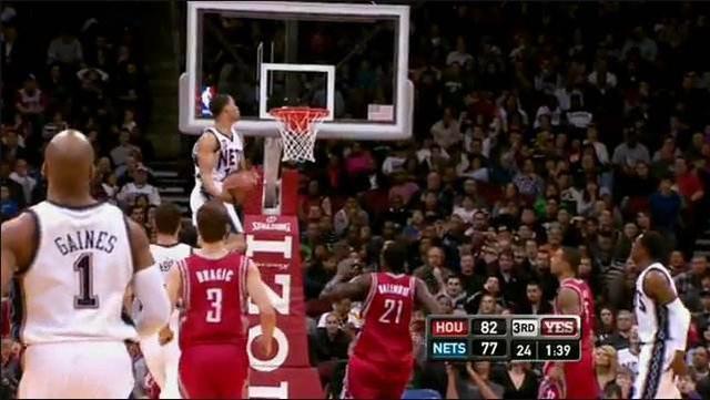 NBA逆天平筐镜头:300斤奥胖能平视篮筐,蔡恩随意一跳肩膀平筐