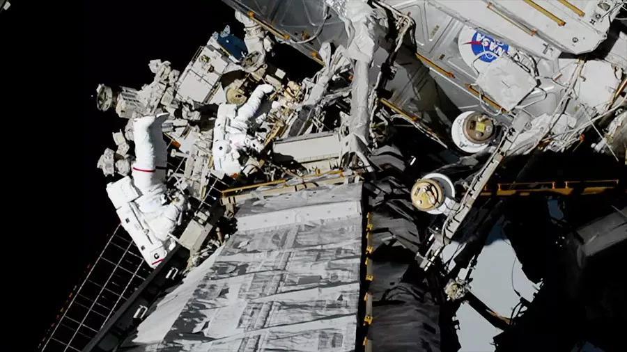 人类史上首次全女性太空漫步结束,在太空中行走是啥感觉