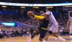 NBA赛场上的极限动作:KD上演后躺投篮,乔丹滞空仿佛空中停留3秒
