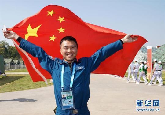 空军五项飞行比赛中国队勇夺总分第一