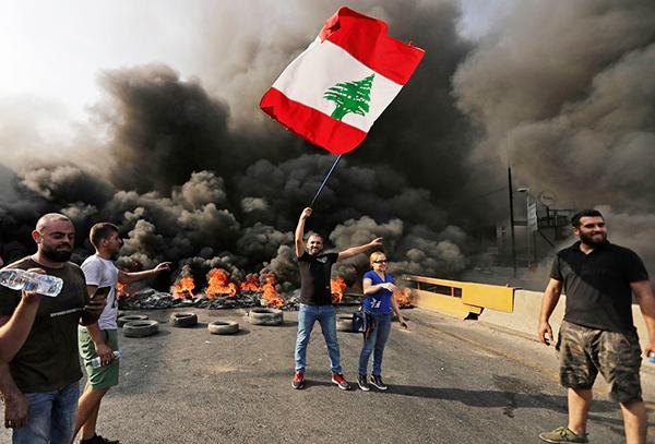 抗议活动席卷黎巴嫩多座城市,黎总理指责政治对