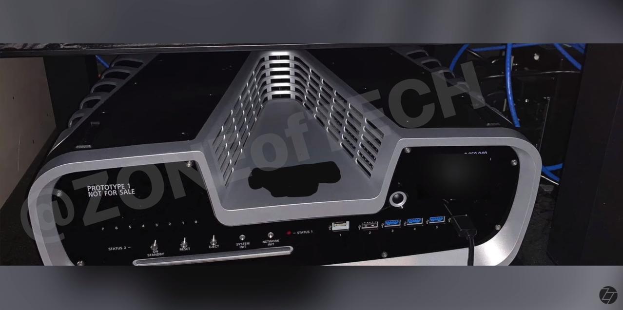 PS5开发机实机照片首度曝光深V造型引人瞩目