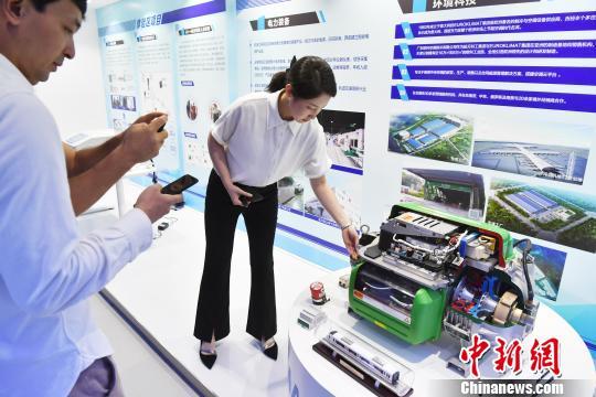 深圳航天工研院研制出水冷背心等多个科技创新产品